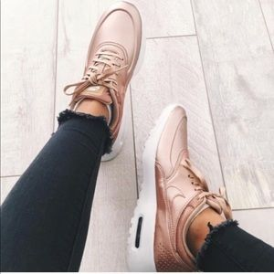NIKE Air Max Thea SE Sneaker rose gold pink